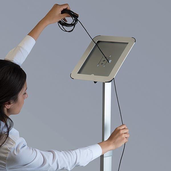 Flexibler iPad Infoständer mit verstellbarer Höhe weiß im Hoch und Querformat nutzbar 2
