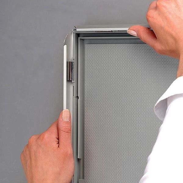 Klapprahmen Opti Frame 25mm DIN A4 Postermaß br mit Rückenstütze 1