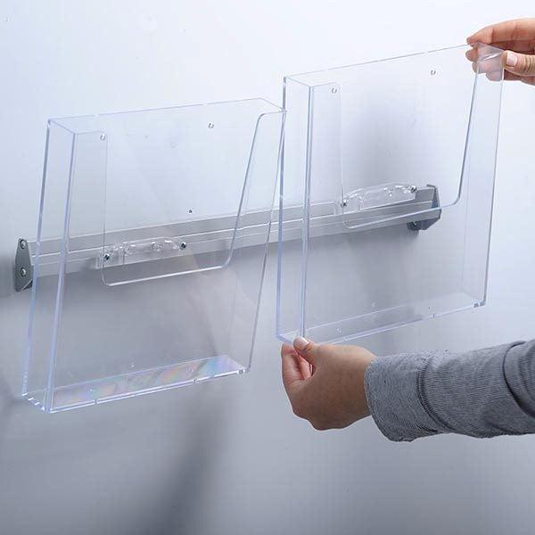 Prospekthalter für Wandmontage 2 x DIN A4 Format 3
