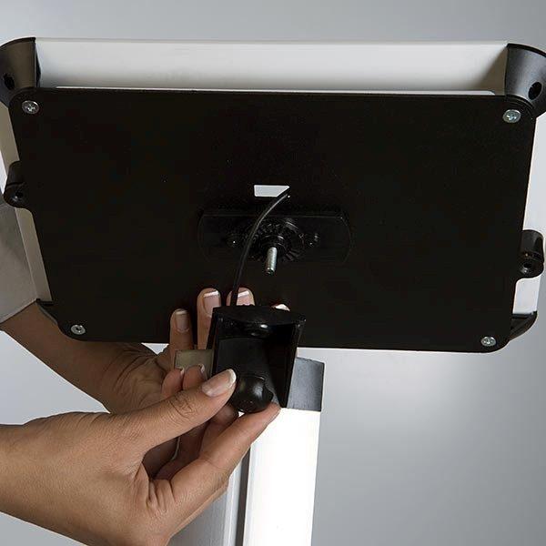 iPad Infoständer Universal weiß im Hoch und Querformat nutzbar 1