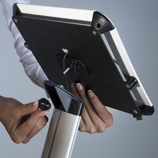 iPad Infoständer Universal weiß im Hoch und Querformat nutzbar 2
