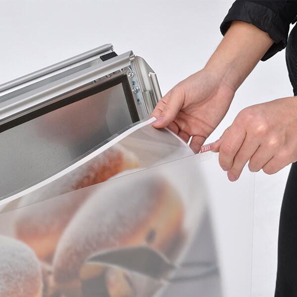 pet schutzfolientasche für kundenstopper outdoor din a1 postermaß 3