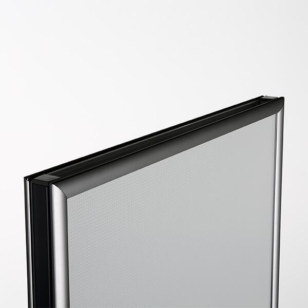 plakatstaender fast schwarz detail
