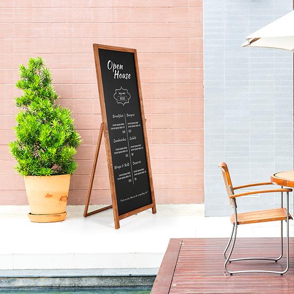 Kundenstopper Holz Floor 440x1370 Anwendung