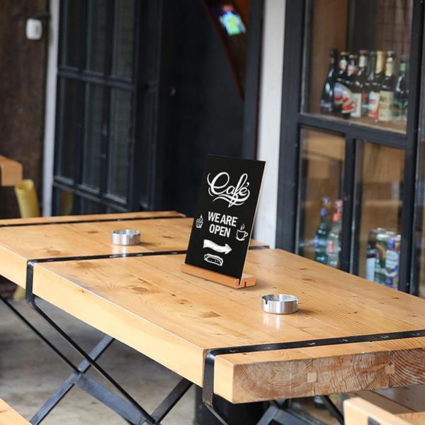 Tischaufsteller Holz Kreidetafel Anwendungsbild