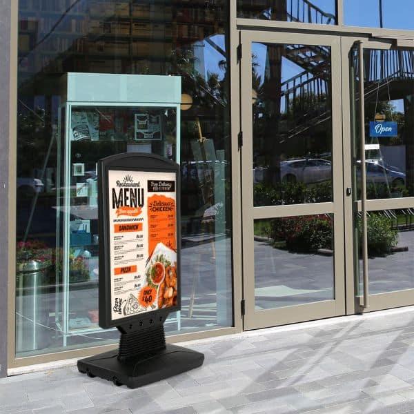 Kundenstopper WindSign Flex schwarz DIN A1 Anwendung